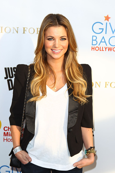 http://www3.pictures.zimbio.com/gi/Amber+Lancaster+Give+Back+Hollywood+Fashion+P5LW42vge2Yl.jpg
