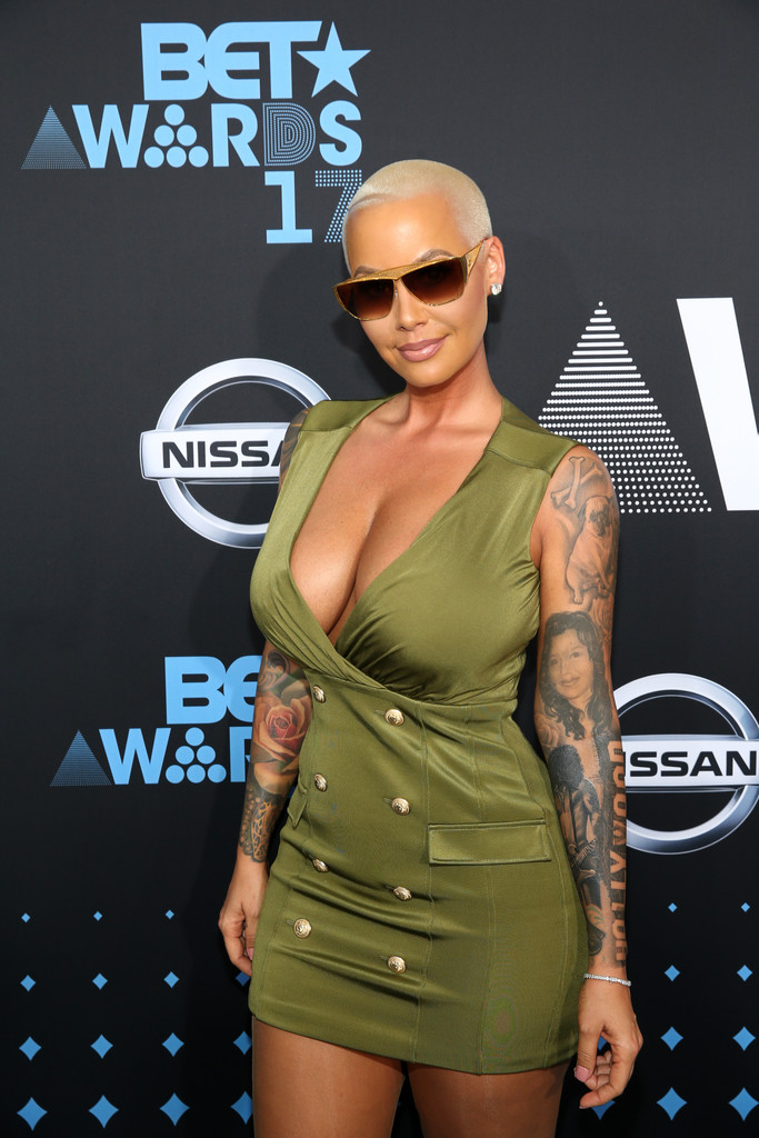 Amber+Rose+2017+BET+Awards+Red+Carpet+wNZdlCqiGaIx.jpg