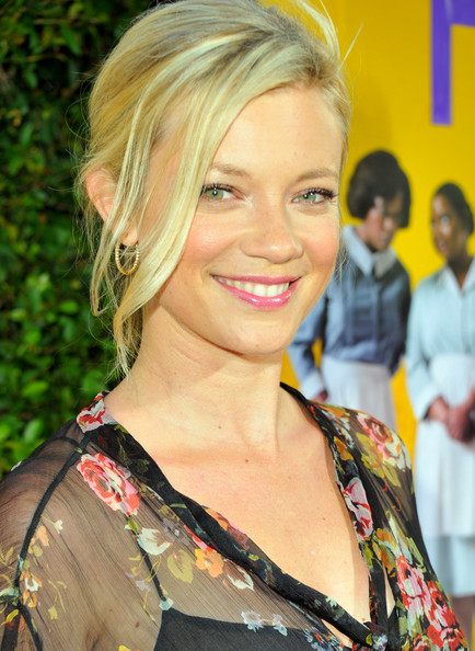 "Amy Smart - Premiere Of DreamWorks Pictures' ""The Help"" - Red Carpet"