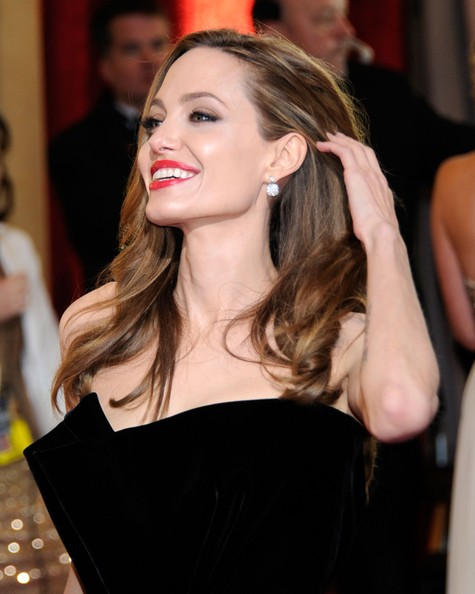 Angelina+Jolie+84th+Annual+Academy+Awards+HEbOha_y_Z_l.jpg