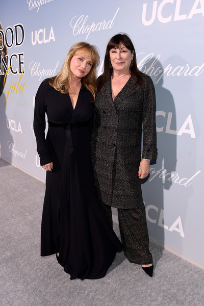 UCLA IoES Honors Barbra Streisand And Gisele Bundchen At The 2019 Hollywood For Science Gala [fashion,little black dress,dress,premiere,event,fashion design,carpet,formal wear,flooring,style,barbra streisand,gisele bundchen,anjelica huston,rebecca de mornay,2019 hollywood for science gala,2019 hollywood for science gala,california,beverly hills,ucla ioes]