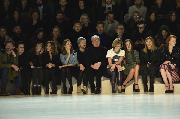 Marc Jacobs Fall 2016 Show - Front Row [marc jacobs fall 2016 show,event,fashion,performance,audience,fashion design,team,performance art,performing arts,debi mazar,gabriele corcos,marc jacobs,bee shaffer,anna wintour,connor dodd,sandra bernhard,front row,fashion show]