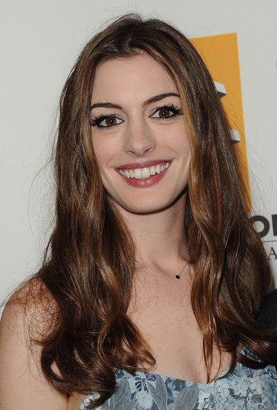 http://www3.pictures.zimbio.com/gi/Anne+Hathaway+15th+Annual+Hollywood+Film+Awards+LXmm2ZkOp23l.jpg