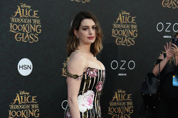 Anne Hathaway 2016 Pictures, Photos & Images - Zimbio