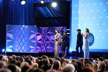 Anne Hathaway Niche Import Co. At The 25th Annual Critics' Choice Awards