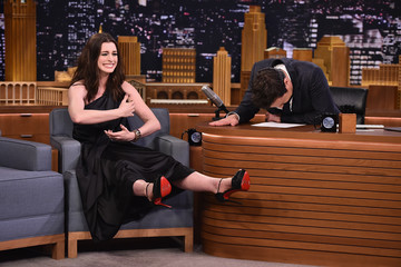 Anne Hathaway Anne Hathaway Visits 'The Tonight Show Starring Jimmy Fallon'