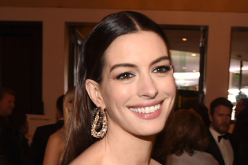 Anne Hathaway 76th Annual Golden Globe Awards - Cocktail Reception