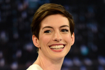"""Anne Hathaway Anne Hathaway Visits """"Late Night With Jimmy Fallon"""""""
