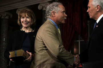 Archie Smith Newly Elected Senators Doug Jones And Tina Smith Sworn Into Senate