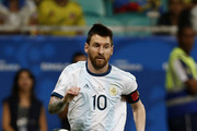 Lionel Messi of Argentina controls the ball during the Copa America Brazil 2019 group B match between Argentina and Colombia at Arena Fonte Nova on June 15, 2019 in Salvador, Brazil.