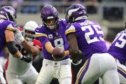 Kirk Cousins #8 of the Minnesota Vikings hands the ball off to Latavius Murray #25 in the second quarter of the game against the Arizona Cardinals at U.S. Bank Stadium on October 14, 2018 in Minneapolis, Minnesota.