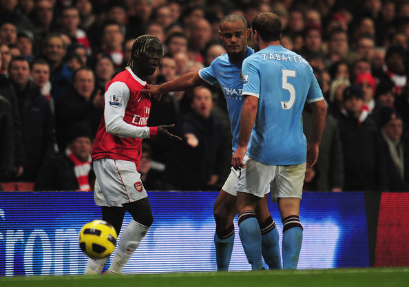Vincent Kompany of Manchester City separates team mate Pablo Zabaleta of Manchester City (5) and Bacary Sagna of Arsenal (2L) during the Barclays Premier League match between Arsenal and Manchester City at the Emirates Stadium on January 5, 2011 in London, England. Zabaleta and Sagna are both then sent off.