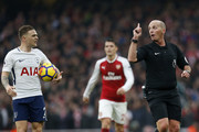 Referee Mike Dean (R) gestures to Tottenham Hotspur's English defender Kieran Trippier during the English Premier League football match between Arsenal and Tottenham Hotspur at the Emirates Stadium in London on November 18, 2017.  / AFP PHOTO / IKIMAGES / Ian KINGTON / RESTRICTED TO EDITORIAL USE. No use with unauthorized audio, video, data, fixture lists, club/league logos or 'live' services. Online in-match use limited to 45 images, no video emulation. No use in betting, games or single club/league/player publications.  /