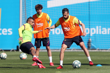 Arturo Vidal Riqui Puig Barcelona Players Return To Training Following Coronavirus Lockdown