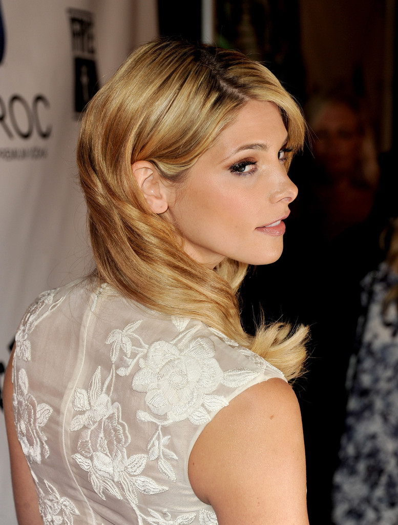 Love It or Loathe It: Ashley Greene's REALLY Blonde Hair
