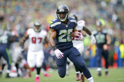 Running back C.J. Spiller #28 of the Seattle Seahawks rushes against the Atlanta Falcons at CenturyLink Field on October 16, 2016 in Seattle, Washington.