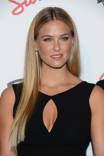 http://www3.pictures.zimbio.com/gi/Bar+Refaeli+Maxim+Hot+100+Party+Arrivals+Zs-UHL8fTlbl.jpg