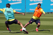 Gerard Pique and Arturo Vidal( R) of FC Barcelona compete for the ball during a training session at Ciutat Esportiva Joan Gamper on May 22, 2020 in Barcelona, Spain. Spanish LaLiga clubs are back training in groups of up to 10 players following the LaLiga's 'Return to Training' protocols.