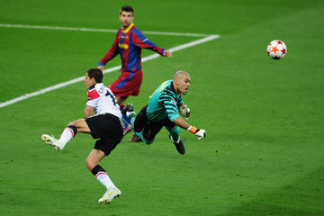 Víctor Valdes Barcelona v Manchester United - UEFA Champions League Final