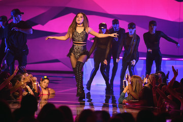 Becky G Becky G Performs in First Live Episode of Univision Networks La Banda