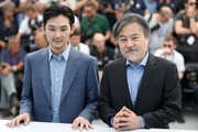 Japanese actor Ryuhei Matsuda (L) and Japanese director Kiyoshi Kurosawa pose on May 21, 2017 during a photocall for the film 'Before We Vanish (Sanpo suru Shinryakusha)' at the 70th edition of the Cannes Film Festival in Cannes, southern France.  / AFP PHOTO / Valery HACHE
