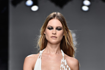 Behati Prinsloo Versace : Runway - Paris Fashion Week - Haute Couture Spring Summer 2016