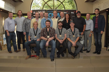 "Ben Vaughn Chris Young Celebrates #1 Single ""Who I Am With You"""