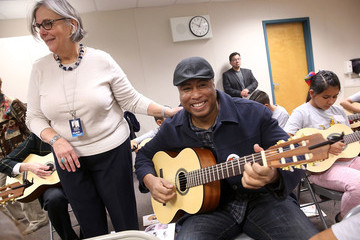 Bernie Williams Mary Luehrsen NAMM Foundation Day of Service at Orange Grove Elementary School