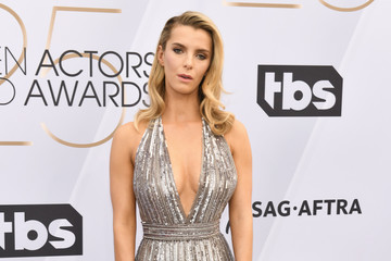 Betty Gilpin 25th Annual Screen ActorsGuild Awards - Arrivals