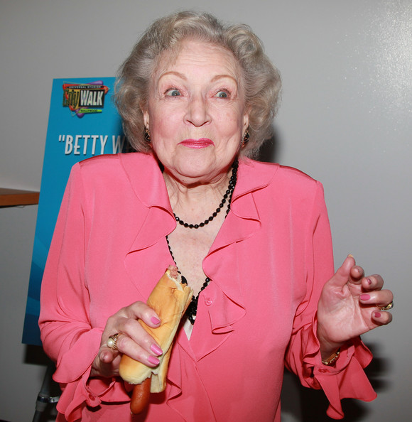 Betty White Naked Hot Dog At Pink S Universal Citywalk On April
