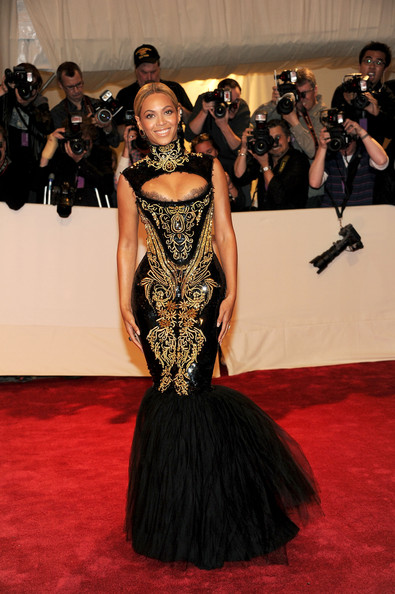 "Beyonce Knowles Singer Beyonce attends the ""Alexander McQueen: Savage Beauty"" Costume Institute Gala at The Metropolitan Museum of Art on May 2, 2011 in New York City."