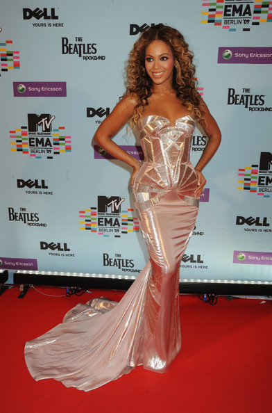 Beyonce Knowles - MTV Europe Music Awards 2009 -VIP Arrivals