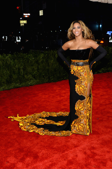 Red Carpet Arrivals at the Met Gala [punk: chaos to couture,carpet,flooring,red carpet,dress,fashion,fashion model,girl,costume,beyonce knowles,new york city,metropolitan museum of art,punk: chaos to couture costume institute gala,exhibition]