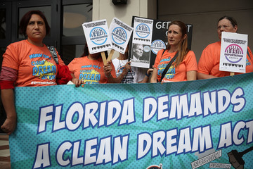 Bill Nelson Immigration Activists Call For Sen. Nelson To Vote For Clean Dream Act