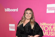 Honoree Kelly Clarkson attends Billboard Women In Music 2017 at The Ray Dolby Ballroom at Hollywood & Highland Center on November 30, 2017 in Hollywood, California.