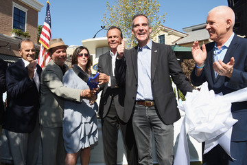 Billy Crystal Palisades Village Celebrates Grand Opening With Private Ribbon-Cutting Ceremony