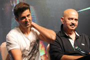Indian Bollywood actor Hrithik Roshan (L) poses with his father Rakesh Roshan during the song launch of their upcoming Hindi film 'Kaabil' directed by Sanjay Gupta and produced by Rakesh Roshan in Mumbai on January 4, 2017. / AFP / STRINGER