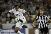 Jo (L) of Corinthians in action during the match between Botafogo and Corinthians as part of Brasileirao Series A 2017 at Engenhao Stadium on October 23, 2017 in Rio de Janeiro, Brazil.