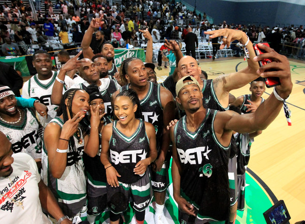 2018 BET Experience - Celebrity Basketball Game Sponsored By Sprite [selfie photo,sports,team sport,basketball player,team,basketball moves,fan,player,ball game,tournament,product,sprite,mobile device,chris staples,participants,r,experience,los angeles convention center,bet,basketball game]