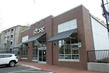 Brad Paisley Brad Paisley's and Kimberly Williams-Paisley's The Store Serves Nashville Area During Time Of Need