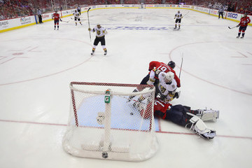 Braden Holtby Tomas Nosek 2018 NHL Stanley Cup Final - Game Three
