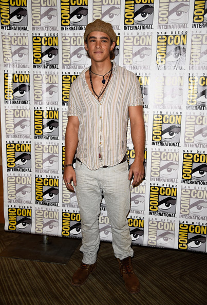 brenton thwaites biography