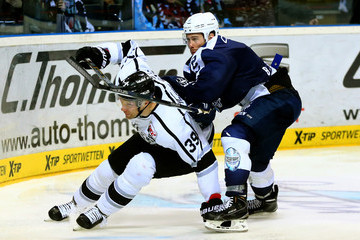 Brett Festerling Hamburg Freezers v Thomas Sabo Ice Tigers - DEL