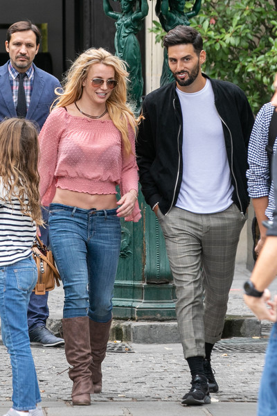 beb09bdfb6 Britney Spears Photos Photos - Britney Spears Is Seen In Paris ...