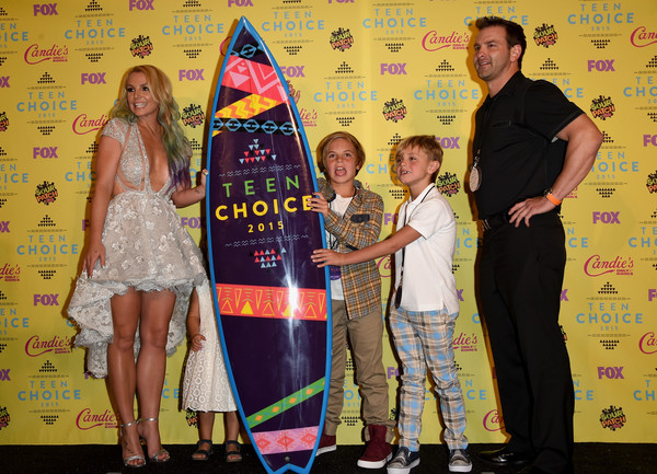 Stars Attend the Teen Choice Awards 2015