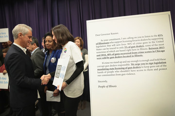 Bruce Rauner Chicago Mayor Emanuel Urges IL Governor To Sign Gun Dealer Licensing Bill