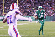 Quarterback Josh McCown #15 of the New York Jets runs the ball to score a touchdown against the Buffalo Bills during the first quarter of the game at MetLife Stadium on November 2, 2017 in East Rutherford, New Jersey.
