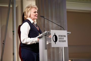 Candice Bergen ICP Spotlights Luncheon Honoring Photography/Filmmaker Laurie Simmons