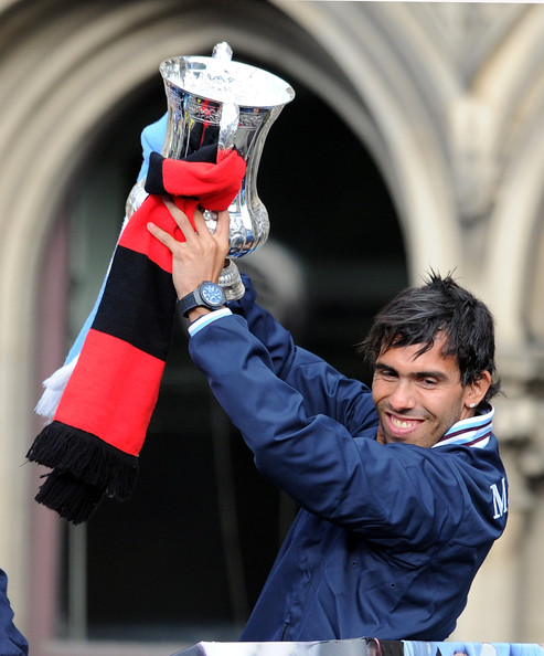 http://www3.pictures.zimbio.com/gi/Carlos+Tevez+Manchester+City+FA+Cup+Winners+ld1ENWs7cQNl.jpg