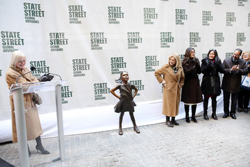 Carolyn Maloney State Street Global Advisors Unveiled Fearless Girl In Her New Home Outside The NYSE